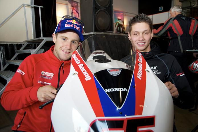 Jonathan Rea (links) en Michael van der Mark op de 'Pitstopdag' van het Ten Kate Hondateam in 2014. Beide topcoureurs uit de World Superbikes bewaren goede herinneringen aan het Nieuwleusener team.