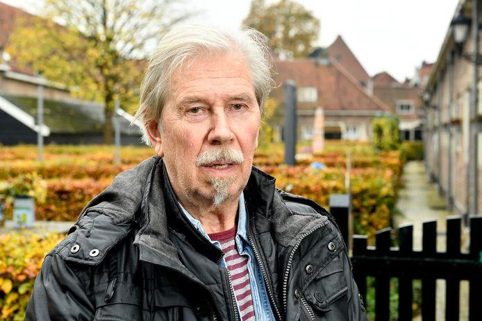 Bert de Bruin, bewoner van De Armen de Poth houdt er rekening mee dat hij op straat moet gaan leven.