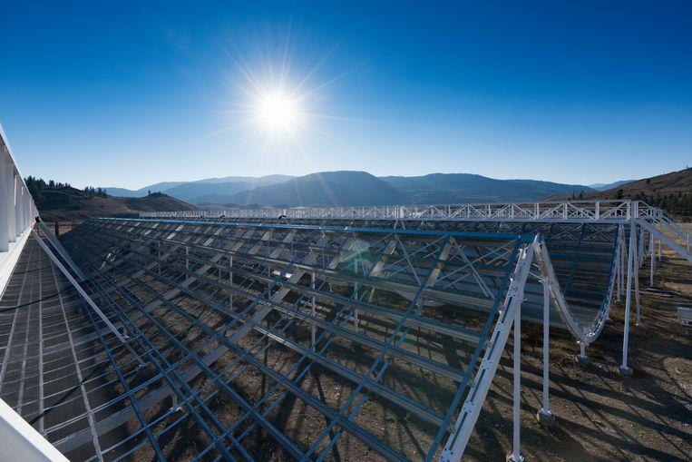 De Canadese telescoop Chime speurt de hemel af naar mysterieuze kosmische flitsen. Beeld Andre Recnik