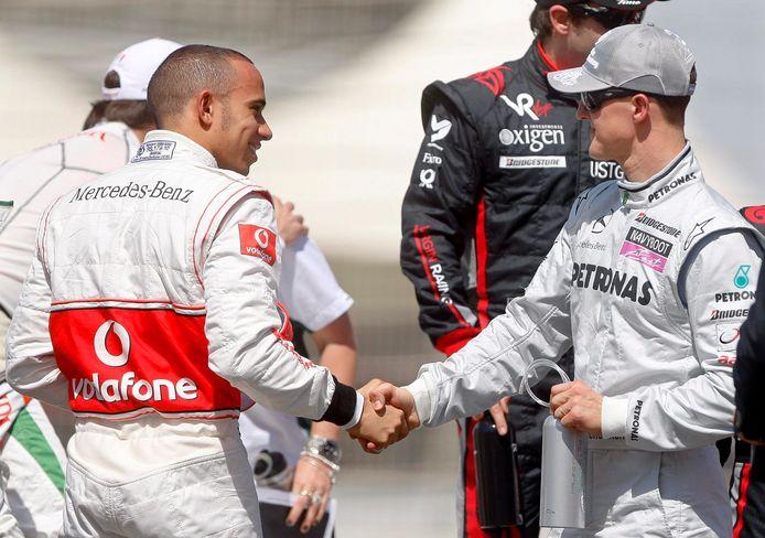 Lewis Hamilton en Michael Schumacher voor de GP van Bahrein in 2010.