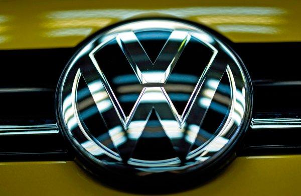 Europa onderzoekt verboden afspraken tussen Duitse autofabrikanten