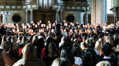 Koren Carmina en Cantabile brengen Requiem van Mozart voor scholen