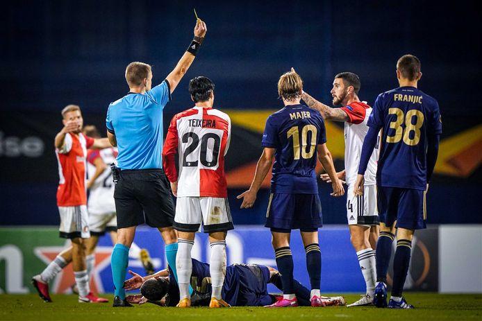 Marcos Senesi moet inrukken na zijn tweede gele kaart.
