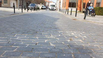 Kasseistrook aan Begijnhof verdwijnt: asfalt moet einde maken aan geluidsoverlast en trillingen