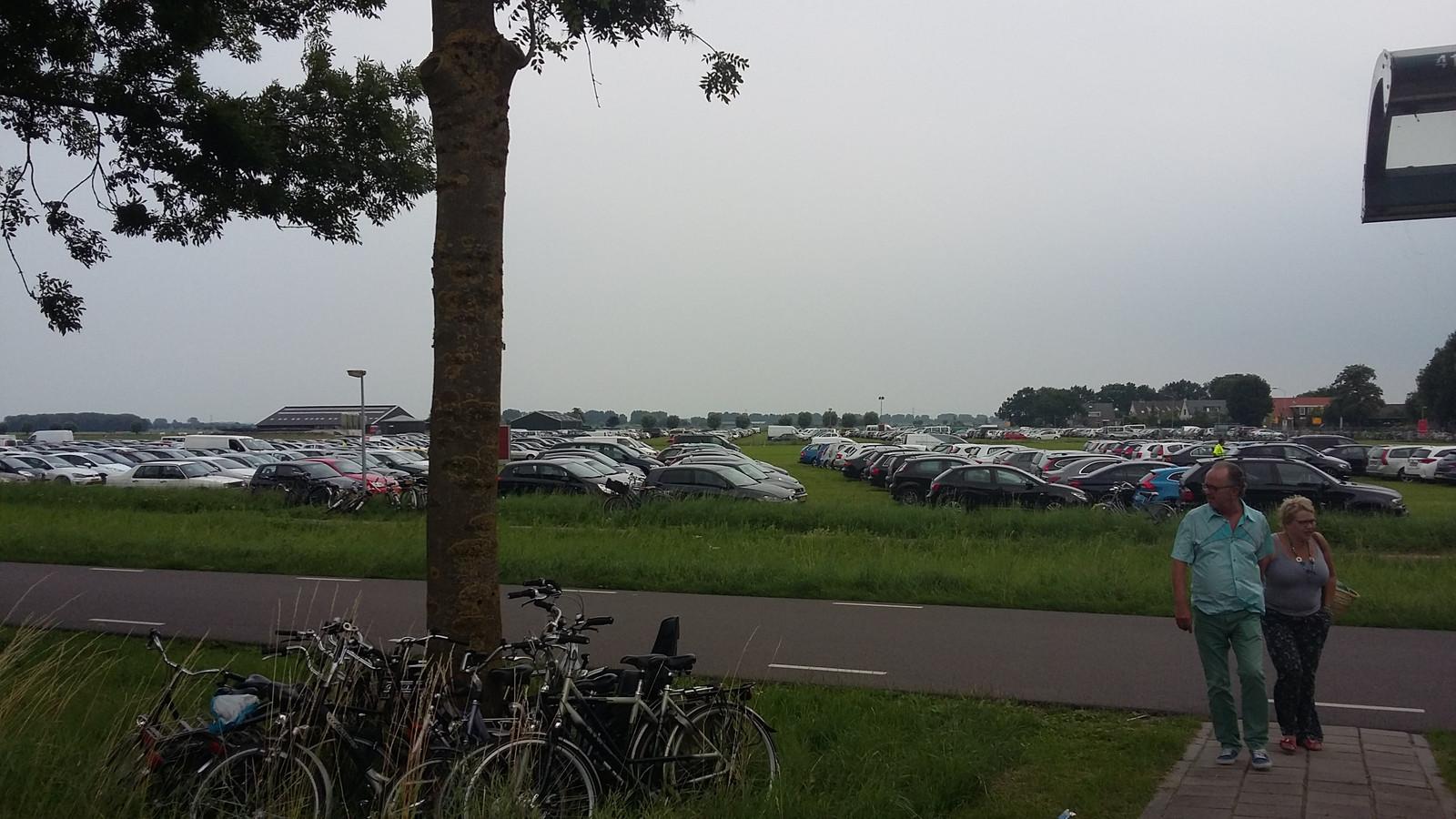 Van de 25.000 danceliefhebbers komen zaterdag minder bezoekers met de auto naar Lathum.