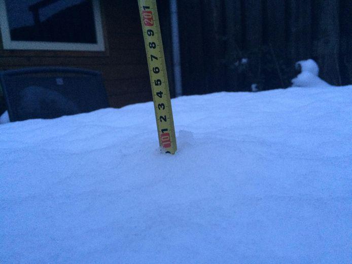Bíjna 10 centimeter sneeuw in Druten.