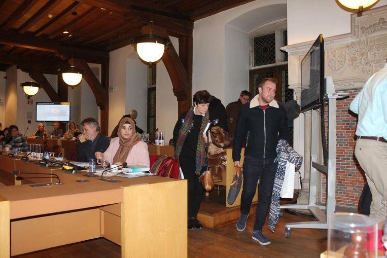 De gemeenteraadsleden van sp.a en Open Vld verlaten de zitting.
