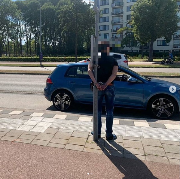 Verdachte aan paal gebonden, omdat zijn vriend agressief werd naar agenten in Eindhoven.