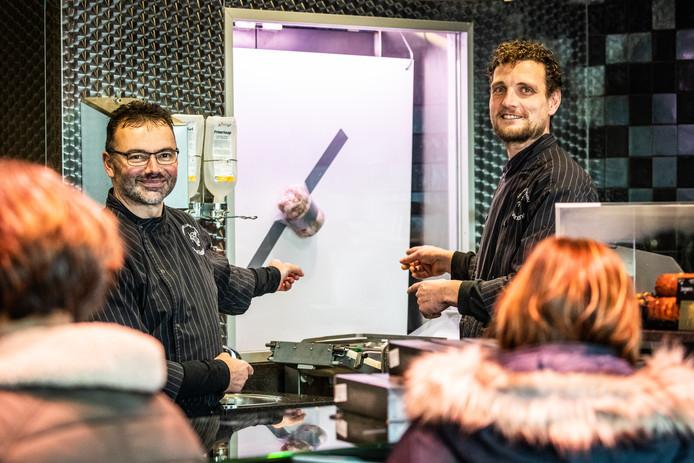 Kees van der Veer en Adriaan Dorst bij de 'kunstrollade'