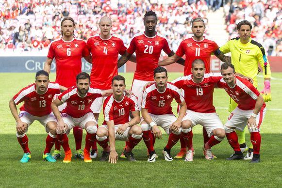 Het elftal tegen de Rode Duivels vorige week (1-2 verlies). Het nummer vier Philippe Senderos zal alvast niet te zien zijn op het EK.