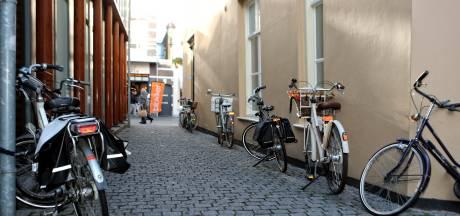 Fietsen tussen winkelend publiek in Bergen op Zoom: hoe bevalt het?