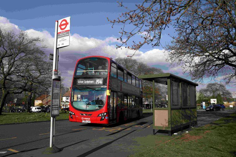 Het slachtoffer zat vrijdag met twee vrienden bij deze bushalte in Croydon toen hij werd aangesproken door zijn belagers.