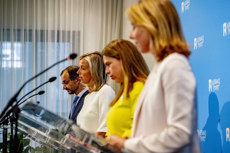 Eric Wiebes,  Kajsa Ollongren, Carola Schouten  en Stientje van Veldhoven tijdens de presentatie van het Klimaatakkoord.