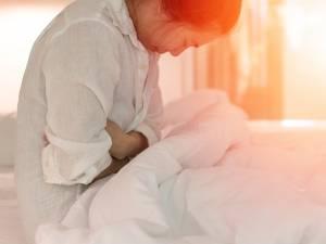 """""""Les douleurs intenables pendant les règles ne sont pas normales"""": comment savoir si l'on souffre d'endométriose?"""