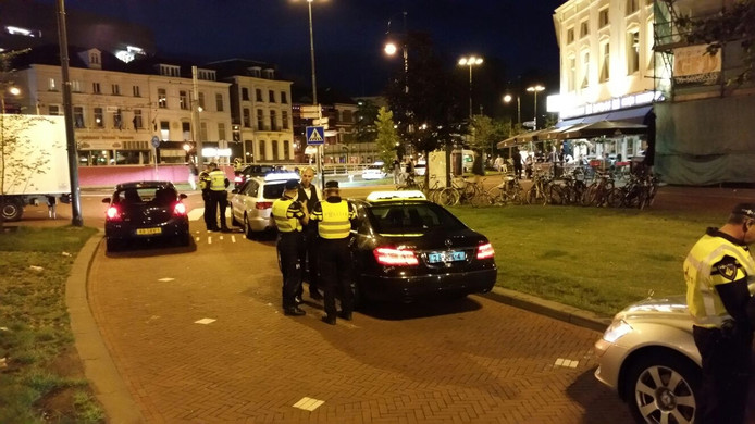 Bij controles in Arnhem zijn drie taxichauffeurs tegen de lamp gelopen en bekeurd.