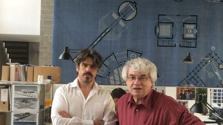 Kunstenaar en bezieler Koen Vanmechelen met Mario Botta, die het atelier ontwierp.