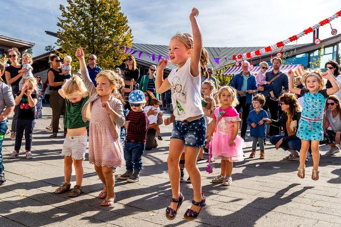 Deze meisjes vieren de twintigste verjaardag van het Utrechtse Griftpark.
