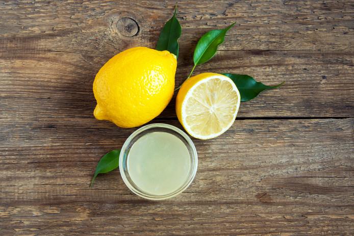 Door de vitamine C in citroen blijft fruit langer fris.