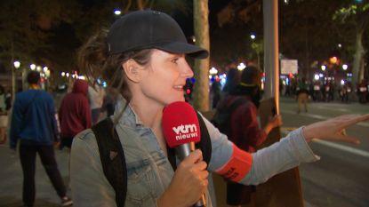 Daarom draagt VTM NIEUWS-reporter Romina Van Camp een pet in Barcelona