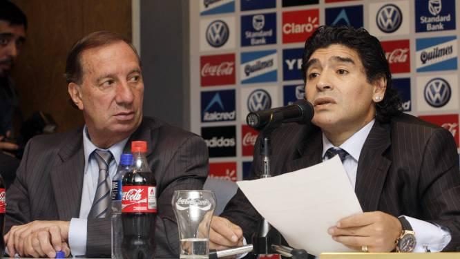 """Ex-bondscoach van Argentinië mag niet weten dat Maradona dood is: """"Dit kan hij niet aan"""""""