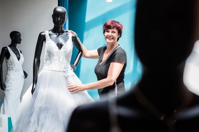 Rebecca Nutbeij-Bons in haar bruidswinkel.