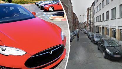 Tesla ramt vijf auto's in Brussel
