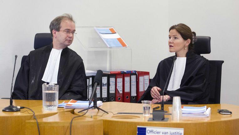 Officieren van Justitie mr. Van Leent (L) en mr. Van der Zwan in de rechtbank van Utrecht voorafgaand aan de eis in het proces tegen Gerard T. (53), de man die ervan verdacht wordt dat hij de Utrechtse serieverkrachter is. Beeld anp
