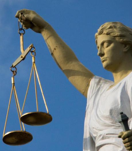 'Raamswaffelaar' uit Rheden die masturbeerde voor woonkamerraam krijgt celstraf