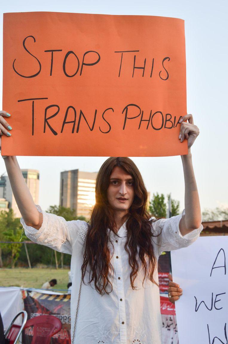 Inaya in Islamabad tijdens een demonstratie tegen de moorden op transseksuelen. Beeld -