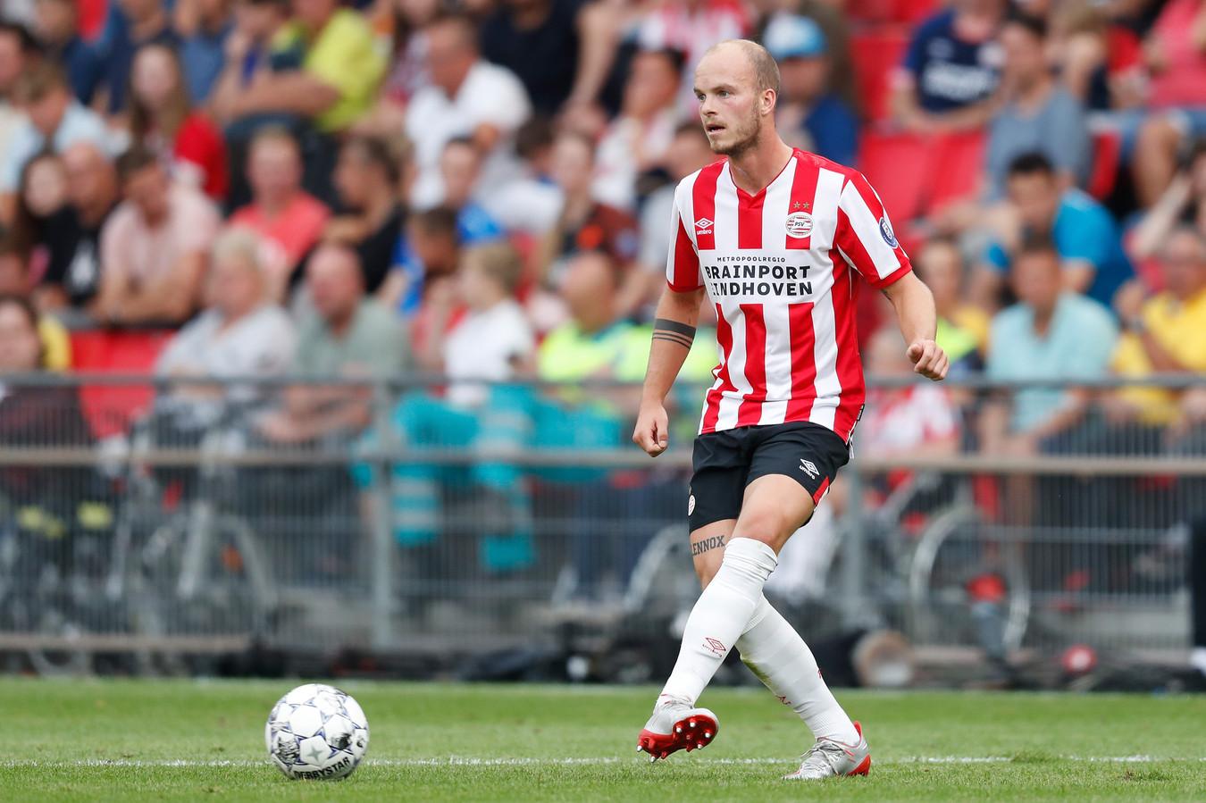 Mogelijk kiest Mark van Bommel tegen Vitesse weer voor Jorrit Hendrix