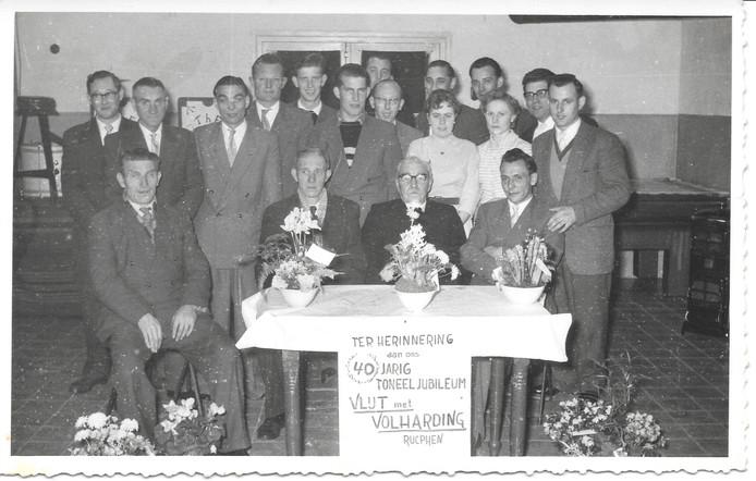 Toneelclub Vlijt en Volharding viert het veertigjarig bestaan.