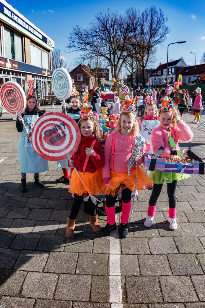 De kinderoptocht van Fijnaart: in beeld de Candy Girls