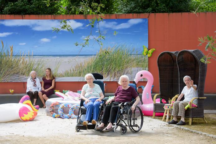 Bewoners van Peppelrode in Eindhoven hebben hun eigen strandje gekregen.