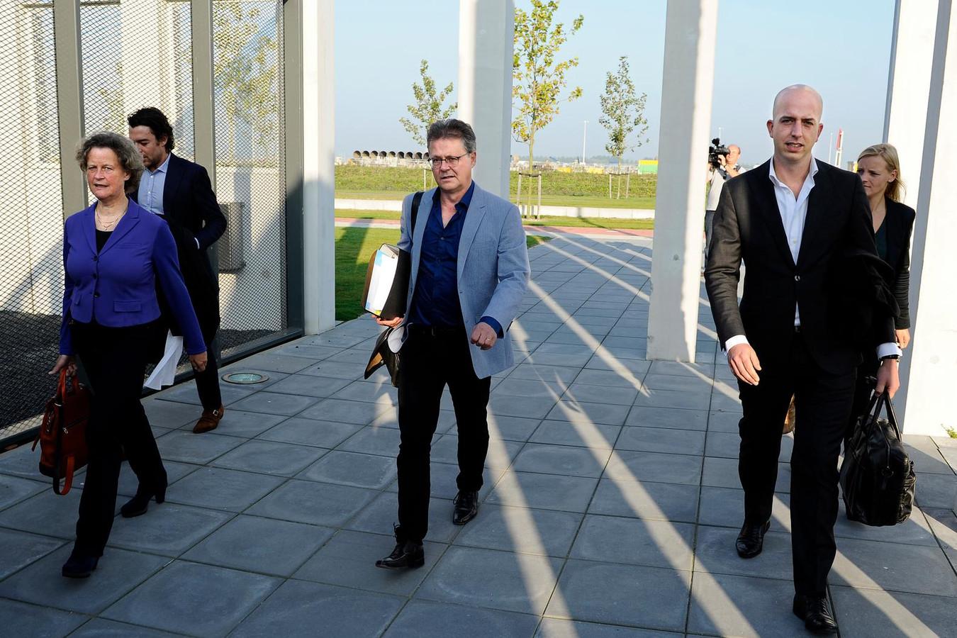 Ficq (links) zegt 'alleen maar blij' te zijn dat de Orde van Advocaten haar en haar collega's Meijering (rechts) en Franken (niet op foto) nu 'onder druk van de media' heeft opgeroepen voor een gesprek.