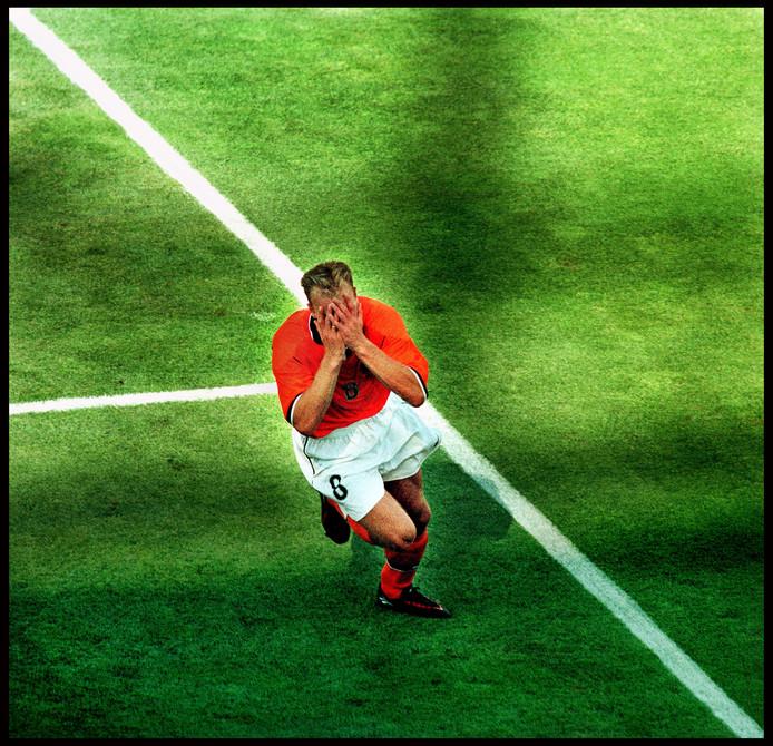 Een iconische foto van AD-fotograaf Pim Ras kort na de goal van Dennis Bergkamp tegen Argentinië.