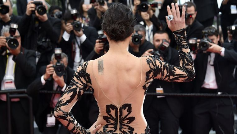 De Amerikaanse actrice Michelle Rodriguez arriveert in Cannes voor de screening van de film Mad Max: Fury Road. Beeld anp