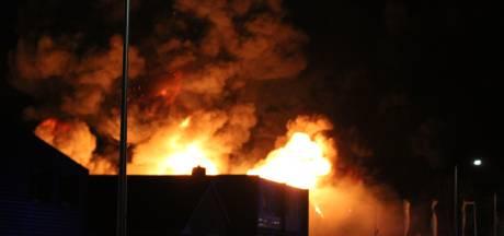 Asbest vrijgekomen bij brand autobedrijf Kampen