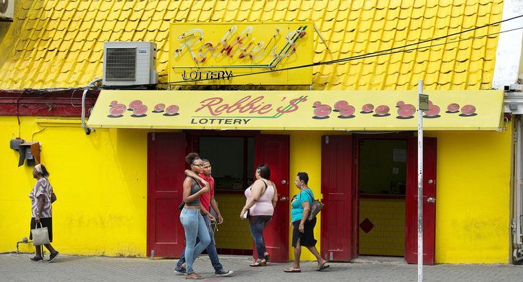 Een van de vele loterijen op Curaçao, deze staat op Otro Banda. Beeld Guus Dubbelman/de Volkskrant
