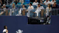 Vertier van de bovenste plank: Kyrgios krijgt het aan de stok met toeschouwer, waarna hij publiek trakteert op magie