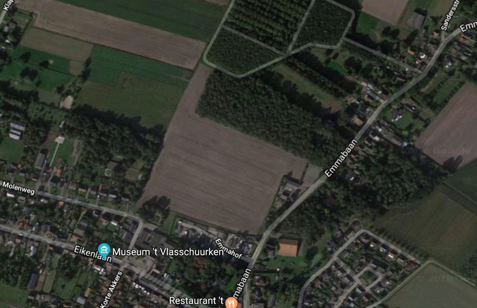 Emmabaan, Koewacht, in het midden de locatie voor de beoogde nieuwbouwwijk.