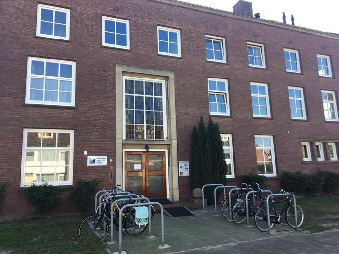 Het Mondiaal Centrum Breda aan de Roland Holststraat in wijk Boeimeer in Breda.