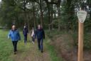 tk-15-10-2020-Babberich-klompenpad vlnr- Tonnie Burgers,Marcel Lap,(voor) Hellen Hoffmans Jansen en Henk Dukkerhof( achter)-Foto Theo Kock-01