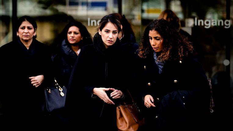 Moeder Nadia Rashid en advocaat Nihad El Farougui bij de rechtbank van Amsterdam na afloop van de pro formazitting in de zaak rondom de ontvoering van de 2-jarige peuter Insiya. Beeld anp