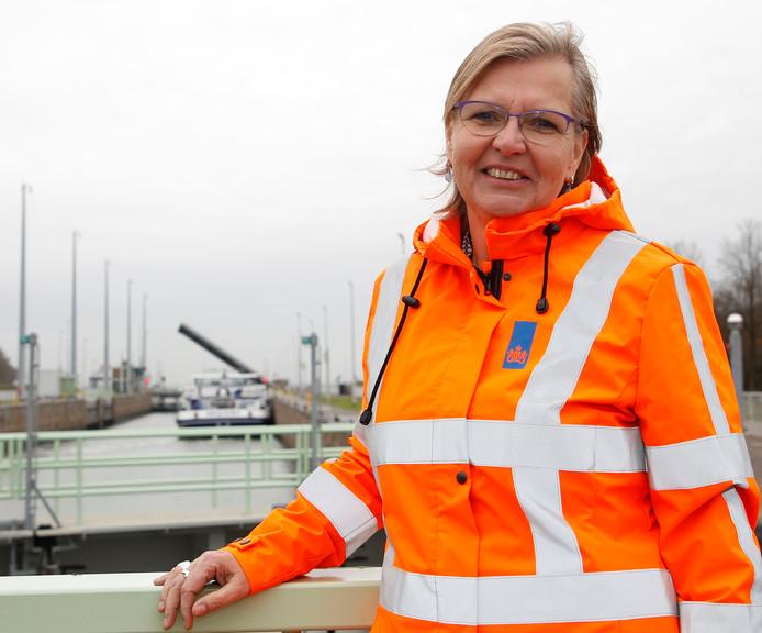 Directeur Willy Dekker van Rijkswaterstaat Zee en Delta op de Oostsluis in Terneuzen.