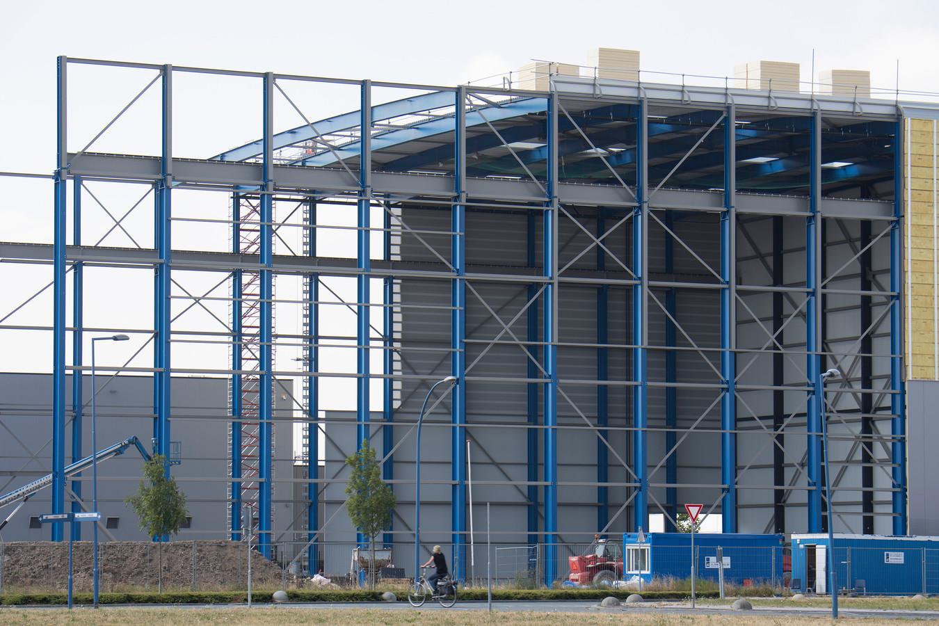 De bouw van de hal van Kranendonk op bedrijvenpark Medel, nabij Tiel (archieffoto).