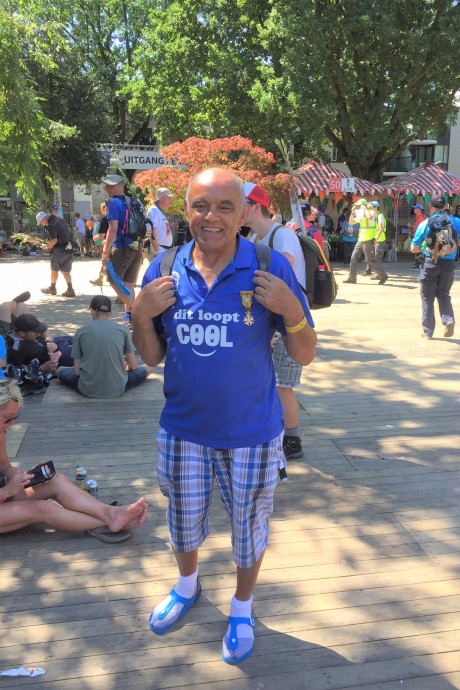 Op slippers en zónder blaas: zo loopt Albert (71) uit Apeldoorn zijn 40ste vierdaagse