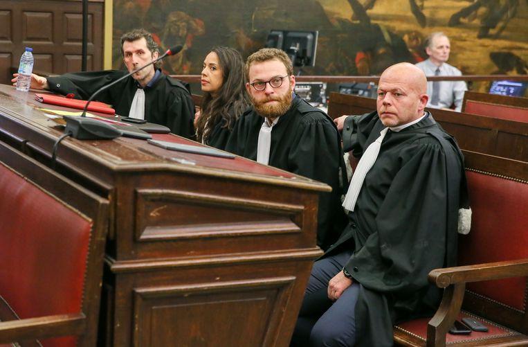 Advocaat Isa Gultaslar (L) verdedigde Sofien Ayari eerder al in België samen met advocate Laura Severin.