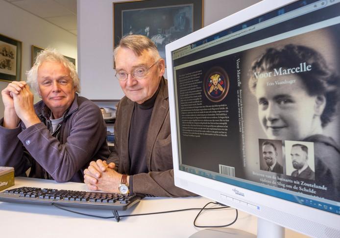 Hans Sakkers (links) en Karel Noorlander verwerkten de oorlogsbrieven van Frits Vaandrager in het boek Voor Marcelle.