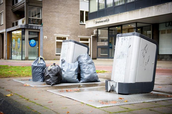EINDHOVEN - Illegaal bijzetten van afval bij ondergrondse afvalcontainers