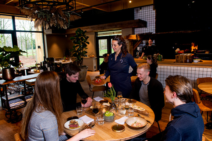 Over de Tong ging eten bij Restaurant Het Buitenhuys in Heino.